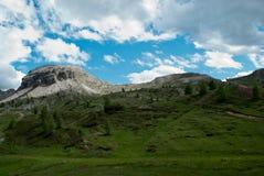在白云岩的Falzarego通行证,一冷的秋天天 库存图片