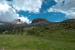在白云岩的Falzarego通行证,一冷的秋天天 库存照片