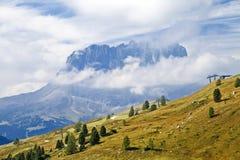 在白云岩的Sassolungo山 免版税图库摄影