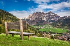 在白云岩,阿尔卑斯,意大利,欧洲的小长木凳 免版税库存照片