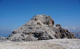 在白云岩/南部的粗砺和陡峭的山蒂罗尔 库存照片