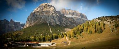 在白云岩(阿尔卑斯)的Passo Pordoi,意大利 库存照片
