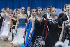 在白俄罗斯共和国的全国冠军之前游行仪式跳舞夫妇 免版税库存照片