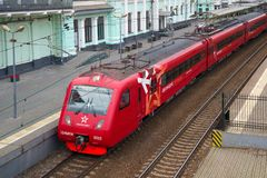 在白俄罗斯语火车站的平台的Aeroexpress火车 莫斯科 免版税库存图片