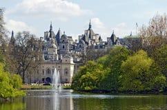 在白厅,伦敦的政府大厦 库存图片