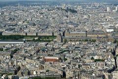 在白天的城市地平线。 巴黎,法国。 免版税库存图片