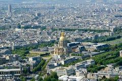 在白天的城市地平线。 巴黎,法国 图库摄影