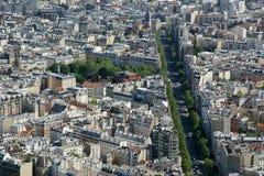 在白天的城市地平线。巴黎,法国。 免版税库存图片