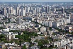 在白天的城市地平线。巴黎,法国。 图库摄影