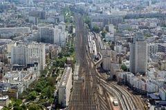 在白天的城市地平线。巴黎,法国 免版税图库摄影
