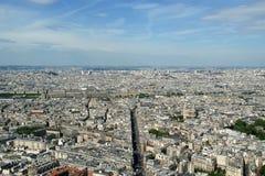 在白天的城市地平线。巴黎,法国 免版税库存图片