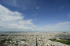 在白天的城市地平线。巴黎,法国 免版税库存照片