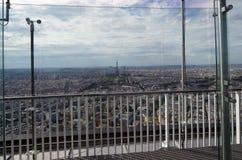 在白天的城市地平线。巴黎,法国 图库摄影