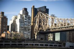 在白天的皇后区大桥 免版税库存照片