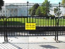 在白宫前面的新的障碍篱芭 库存图片