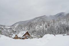 在白川町的传统Gusso农舍去村庄 库存照片