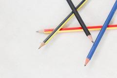 在白棉布的铅笔 库存照片