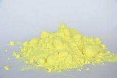 在白皮书的硫磺粉末 免版税库存图片