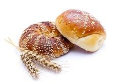 在白色上添面包 免版税库存图片
