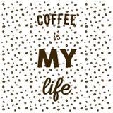 在白色书面的背景和手的咖啡豆引述咖啡我 图库摄影
