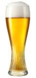 在白色低度黄啤酒隔绝的杯。裁减路线 库存图片