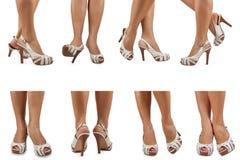 在白色凉鞋的女性脚与高跟鞋 免版税库存照片