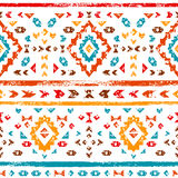 在白色几何种族例证,传染媒介的五颜六色的阿兹台克装饰品 免版税库存图片
