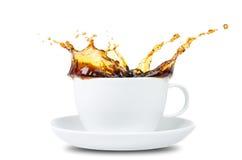 在白色前的咖啡飞溅 图库摄影