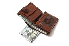 在白色后面地面和钱包图片的$ 100, 库存图片