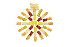在白色后面负担与彩虹颜色隔绝的果冻圈子  图库摄影