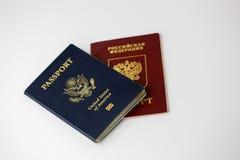 在白色和俄国护照隔绝的美国 免版税图库摄影