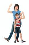 在白色和儿子隔绝的微笑的母亲 免版税库存照片