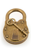 在白色和关键字查出的挂锁 免版税库存照片