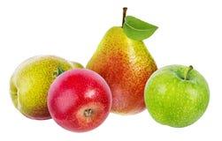 在白色和梨隔绝的苹果 免版税图库摄影