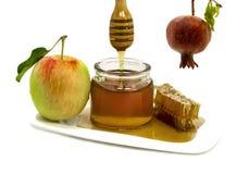 在白色和甜果子查出的蜂蜜 库存照片