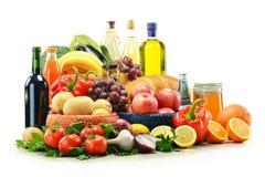 在白色和篮子查出的副食品。 免版税库存图片