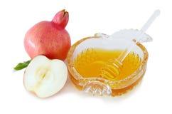 在白色和苹果隔绝的蜂蜜、石榴 Rosh hashanah & x28; 犹太新年holiday& x29;概念 库存图片