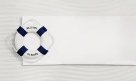 在白色和蓝色的夏天海背景与救护设备: 免版税图库摄影