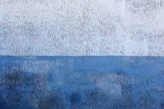在白色和蓝色的被绘的墙壁 图库摄影