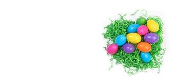 在白色哼声的复活节彩蛋 库存图片