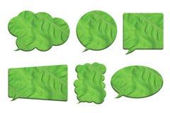 在白色在泡影讲话形状的绿色叶子隔绝的 免版税库存照片
