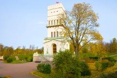 在白色塔的10月天 Tsarskoe Selo Alexandrovsky公园  免版税库存图片