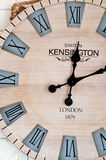 在白色墙壁上的木clockface 库存图片