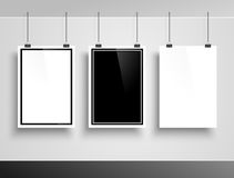 在白色墙壁上的照片框架 向量 免版税库存照片
