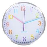 在白色墙壁上的白色经典时钟 免版税图库摄影