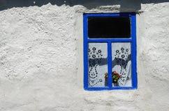 在白色墙壁上的窗口 库存图片