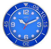 在白色墙壁上的蓝色经典时钟 免版税库存照片