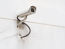 在白色墙壁上的CCTV 图库摄影