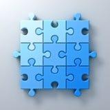 在白色墙壁背景的蓝色七巧板片断概念与阴影 库存例证