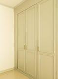 在白色壁橱门的修造 免版税库存图片